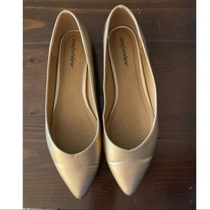 Gold Comfortview pointed toe flats 9.5W
